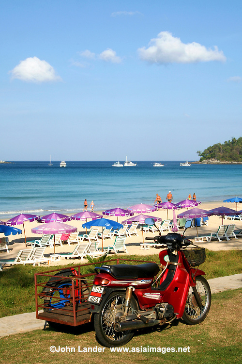 The pleasant bay of Kata charms many visitors with its white sands and clear waters. Very popular with families, Kata is an all round favourite due to its spectacular palm lined beach, seafood restaurants, lively nightlife and varied accommodation options.