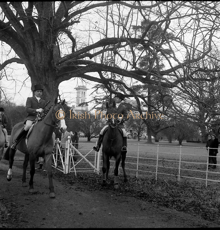Kildare Foxhounds meet at Straffan House. A hunt club has existed in Kildare as far back as 1766.<br /> 28.12.1966