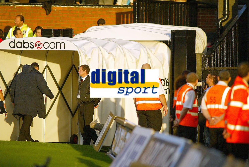 30/10/2004<br />FA Barclays Premiership - Fulham v Tottenham Hotspur - Craven Cottage, London<br />Tottenham Hotspur manager Jacques Santini walks off the pitch at the end of the match and down the tunnel for the last time as Spurs manager.<br />Photo:Jed Leicester/Back Page Images