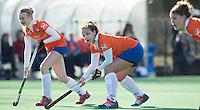 Bloemendaal - Hockey - Josien Galama (l)  en Annemieke Schildmeijer (m)  tijdens de oefenwedstrijd tussen de vrouwen van Bloemendaal en MOP. COPYRIGHT KOEN SUYK
