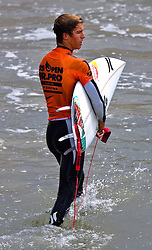 HUNTINGTON BEACH, California/USA (Sunday, July 31, 2011) Evan Geiselman walks off the water after failing to move forward to the Junior Pros Quarter finals during  heat1 round 8 at the Hurley US Open of Surfing. Photo: Eduardo E. Silva.