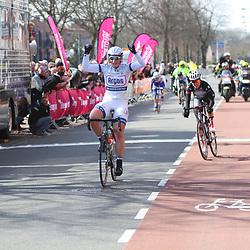 Kirsten WIld wint de eerste etappe van de Energiewachttour rond Winschoten