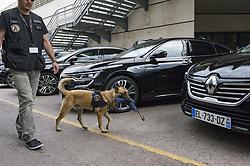 May 18, 2017 - securite - Detection d explosifs par les chiens de la police au 70eme festival de Cannes (Credit Image: © Panoramic via ZUMA Press)