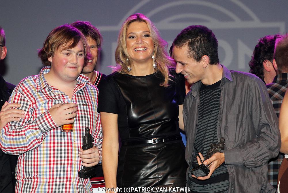 EDISON POP AWARDS 2010 in  het World Trade Center, Rotterdam <br /> <br /> op de foto:  Princes Maxima met   en Tim Knol