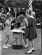 01/07/1962<br /> 07/01/1962<br /> 01 July 1962<br /> First sod turned at the new United States embassy at Ballsbridge, Dublin.  Kevin McInerney (centre) supplies ices to his sister Thereasa McInerney and friends Aine Tubridy and Susan Stockdale.