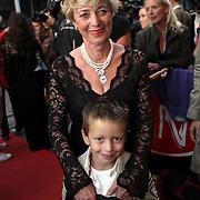 NLD/Amsterdam/20080901 - Premiere film Bikkel over het leven van Bart de Graaff, Marianne Poot, moeder met kleinzoon Bikkel