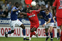 Fotball<br /> Frankrike 2003/04<br /> Strasbourg v Monaco<br /> 12. mai 2004<br /> Foto: Digitalsport<br /> NORWAY ONLY<br /> <br /> SHABANI NONDA (MON) / CHRISTIAN BASSILA / ABDELILAH FAHMI (STR)