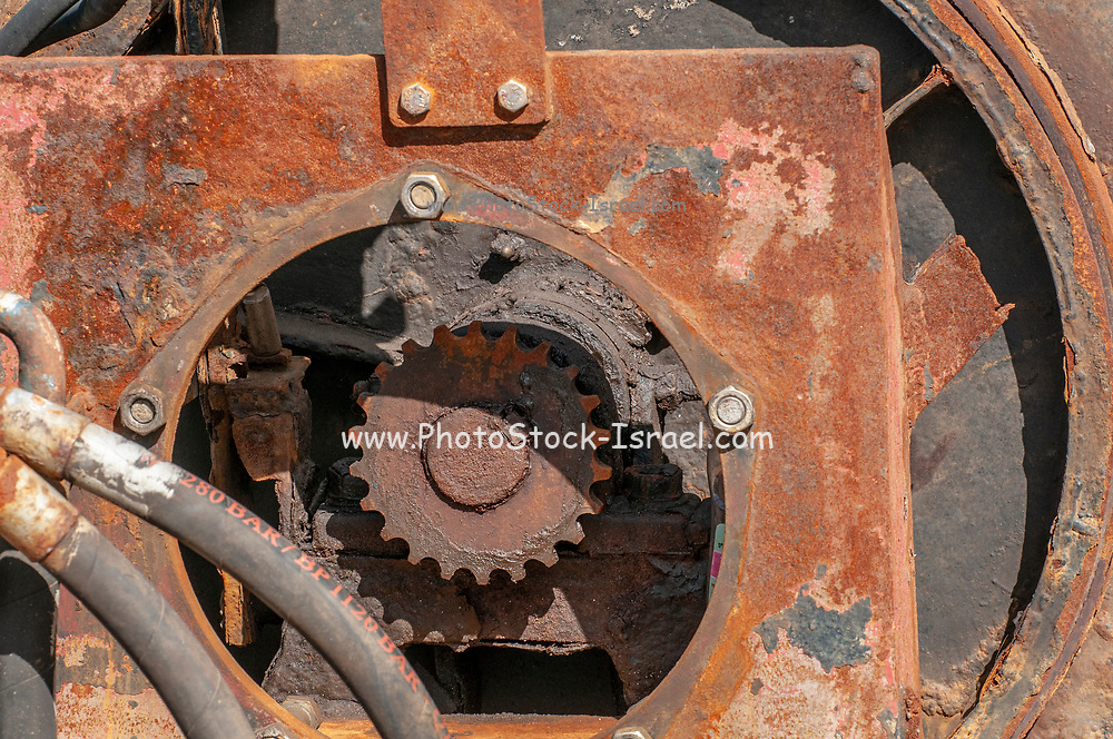 Rusty cogwheel and pneumatic mechanism