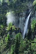 Wasserfal am Großbach. Die Umbalfälle sind Wasserfälle des Oberlaufs der Isel (dort noch Umbalbach genannt) im Umbaltal westlich von Hinterbichl im Nationalpark Hohe Tauern in Österreich.