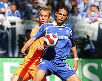 Fotball<br /> Bundesliga Tyskland<br /> 21.04.2007<br /> Foto: Witters/Digitalsport<br /> NORWAY ONLY<br /> <br /> v.l. Kevin McKenna, Kevin Kuranyi Schalke<br /> Bundesliga FC Schalke 04 - FC Energie Cottbus 2:0