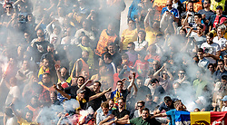 15.06.2016, Parc de Princes, Paris, FRA, UEFA Euro, Frankreich, Rumaenien vs Schweiz, Gruppe A, im Bild Rumänishe Fans im Rauch // Romanien Supporters with Flares during Group A match between Romania and Switzerland of the UEFA EURO 2016 France at the Parc de Princes in Paris, France on 2016/06/15. EXPA Pictures © 2016, PhotoCredit: EXPA/ JFK