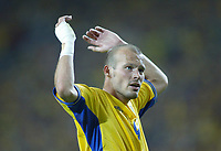 Italy v Sweden - Estadio Dragao, Porto - 18th June 2004<br />Sweden's Freddie Ljungberg tries to gee up the crowd for extra support in the dying minutes<br />Photo: Jed Leicester/Sporting Pictures<br />© Sporting Pictures (UK) Ltd<br />www.sportingpictures.com<br />Tel: +44 (0)20 7405 4500<br />Fax: +44 (0)20 7831 7991