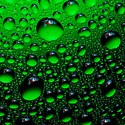 Droplets of water reflecting the 7up logo on each one Ray Massey is an established, award winning, UK professional  photographer, shooting creative advertising and editorial images from his stunning studio in a converted church in Camden Town, London NW1. Ray Massey specialises in drinks and liquids, still life and hands, product, gymnastics, special effects (sfx) and location photography. He is particularly known for dynamic high speed action shots of pours, bubbles, splashes and explosions in beers, champagnes, sodas, cocktails and beverages of all descriptions, as well as perfumes, paint, ink, water – even ice! Ray Massey works throughout the world with advertising agencies, designers, design groups, PR companies and directly with clients. He regularly manages the entire creative process, including post-production composition, manipulation and retouching, working with his team of retouchers to produce final images ready for publication.