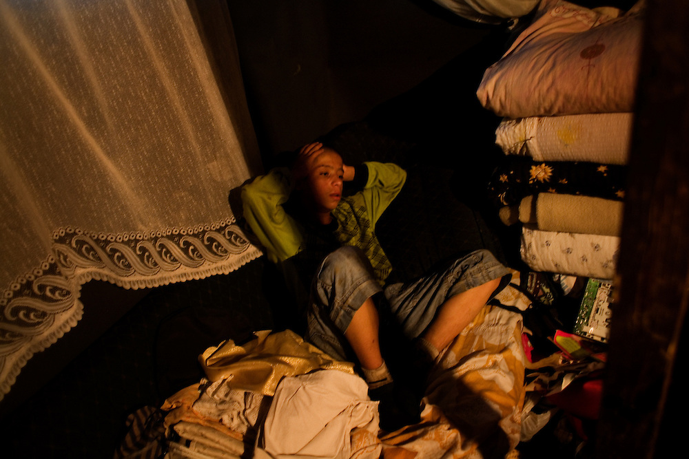 A boy inside his friend's house in the Stara Gazela camp.