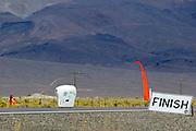 Graeme Obree in de Beastie op de derde racedag van de WHPSC. In Battle Mountain (Nevada) wordt ieder jaar de World Human Powered Speed Challenge gehouden. Tijdens deze wedstrijd wordt geprobeerd zo hard mogelijk te fietsen op pure menskracht. Ze halen snelheden tot 133 km/h. De deelnemers bestaan zowel uit teams van universiteiten als uit hobbyisten. Met de gestroomlijnde fietsen willen ze laten zien wat mogelijk is met menskracht. De speciale ligfietsen kunnen gezien worden als de Formule 1 van het fietsen. De kennis die wordt opgedaan wordt ook gebruikt om duurzaam vervoer verder te ontwikkelen.Graeme Obree in the Beastie on the third day of the WHPSC. In Battle Mountain (Nevada) each year the World Human Powered Speed Challenge is held. During this race they try to ride on pure manpower as hard as possible. Speeds up to 133 km/h are reached. The participants consist of both teams from universities and from hobbyists. With the sleek bikes they want to show what is possible with human power. The special recumbent bicycles can be seen as the Formula 1 of the bicycle. The knowledge gained is also used to develop sustainable transport.
