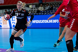 05-12-2019 JAP: Serbia - Netherlands, Kumamoto<br /> Fourth match groep A at 24th IHF Women's Handball World Championship, Netherlands win the fourth match against Serbia 23 - 36  / Estavana Polman #79 of Netherlands