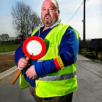 Belgie, Vlaanderen, Westhoek, 02-04-2014.<br /> Wielrennen, Elite Mannen, 3-daagse van de Panne.<br /> Signaalgevers bij de wielerkoers 3-Daagse van de Panne.<br /> <br /> Naam : Michel Kloet, 10 jaar actief als signaalgever.<br /> <br /> Foto: Klaas Jan van der Weij