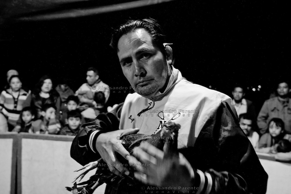 ENG:<br /> A trainer before one of the fighting.<br /> ITA:<br /> Un allenatore prima di uno degli incontri.