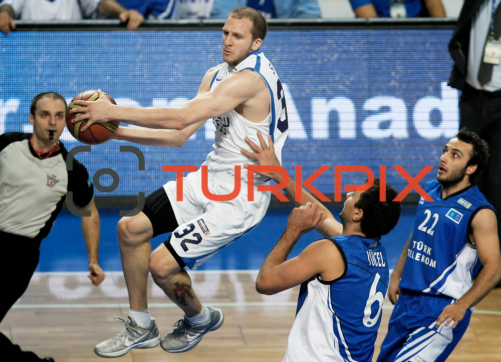 Anadolu Efes's Sinan Guler (L) and Turk Telekom's Can Ugur Ogut (R) during their Turkish Basketball League match Anadolu Efes between Turk Telekom at Arena in Istanbul, Turkey, Wednesday, January 04, 2012. Photo by TURKPIX