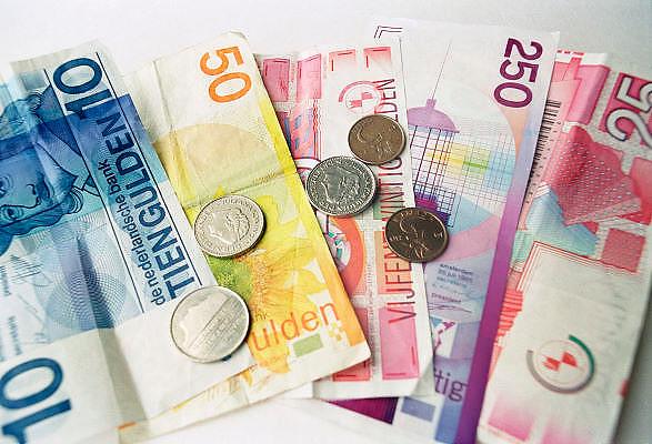 Nederland, Ubbergen, 23-11-2011De oude nederlandse gulden. Sommigen vinden dat hij de euro zou moeten vervangen.Foto: Flip Franssen/Hollandse Hoogte