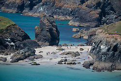 © Licensed to London News Pictures. 29/06/2018 Members of the public enjoy the hot sunny weather at Kynance Cove in Cornwall. Photo credit : MARK HEMSWORTH/LNP
