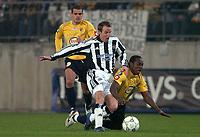 Fotball<br /> UEFA-cup 2004/05<br /> Sochaux v Newcastle<br /> 25. november 2004<br /> Foto: Digitalsport<br /> NORWAY ONLY<br /> LEE BOWYER (NEW) / WILSON ORUMA (SOC)