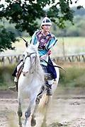 Te Paard - Historisch paardenspektakel bij het Nationaal Militair Museum  - NMM. Tijdens 'Te Paard!' ontdekken bezoekers de rol van het paard binnen de krijgsmachten van vroeger en nu. Naast een show in de arena zijn er verschillende demonstraties.<br /> <br /> Op de foto:  Show in de Arena met Mongoolse ruiters