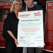 NLD/Amsterdam/20070927 - Persconferentie Dutchypuppy, Jim Bakkum en Bridget Maasland ondertekenen contract met Pets Place