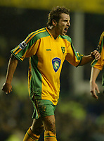 Fotball<br /> England 2004/2005<br /> Foto: SBI/Digitalsport<br /> NORWAY ONLY<br /> <br /> Everton v Norwich City<br /> Barclays Premiership. 02/02/2005.  Darren Huckerby of Norwich City screams at the referee after being denied a penalty.