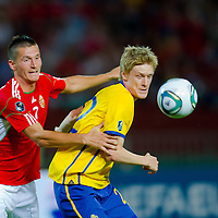Hungary's Adam Pinter (L) and Sweden's Rasmus Elm (R) fight for the ball during the UEFA EURO 2012 Group E qualifier Hungary playing against Sweden in Budapest, Hungary on September 02, 2011. ATTILA VOLGYI