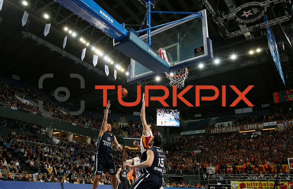 Anadolu Efes's Kerem Tunceri (L) during their Turkish Airlines Euroleague Basketball Top 16 Game 1 match Anadolu Efes between Galatasaray at Sinan Erdem Arena in Istanbul, Turkey, Thursday, January 19, 2012. Photo by TURKPIX