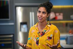 Isabela Giordano Gil Moreira, mais conhecida como Bela Gil, é uma culinarista e apresentadora de televisão brasileira. Atualmente comanda o programa Bela Cozinha no canal pago GNT, além de seu próprio canal no YouTube, onde defende uma alimentação consciente e saudável.FOTO: Jefferson Bernardes/ Agência Preview