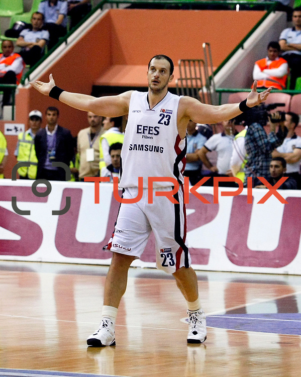 Efes Pilsen's Ermal KURTOGLU during their Turkish Basketball league Play Off Final second leg match Efes Pilsen between Fenerbahce Ulker at the Ayhan Sahenk Arena in Istanbul Turkey on Saturday 22 May 2010. Photo by Aykut AKICI/TURKPIX