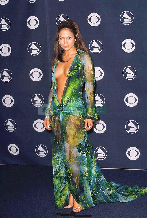 © ABACA. 17361-2. Los Angeles, USA, 23/02/2000. 42me cŽrŽmonie des Grammy Awards : Jennifer Lopez.