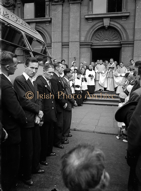 25/07/1952 <br /> 07/25/1952<br /> 25 July 1952<br /> C.I.E. road vehicles blessed on the Feast of St. Christopher at Merchants Quay, Dublin.