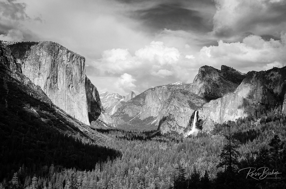 Yosemite Valley from Tunnel View, Yosemite National Park, California USA