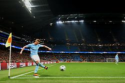 Kevin De Bruyne of Manchester City takes a corner - Mandatory by-line: Matt McNulty/JMP - 26/09/2017 - FOOTBALL - Etihad Stadium - Manchester, England - Manchester City v Shakhtar Donetsk - UEFA Champions League Group stage - Group F