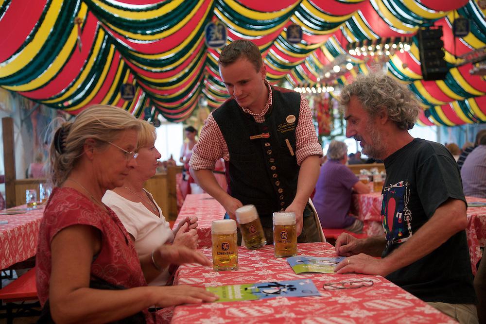 10/Septiembre/2009 Alemania. Berlín.Cervezas en la celebración del Oktoberfest..©JOAN COSTA....