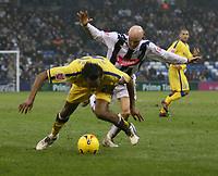 Photo: Mark Stephenson.<br />West Bromwich Albion v Southampton. Coca Cola Championship. 10/02/2007. Southampton's John Viafare is challenged by West Brom's Richard Chaplow