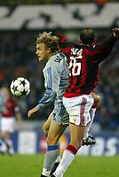 Fotball<br /> UEFA Champions League<br /> 04.11.2003<br /> Club Brugge / Brügge v AC Milan<br /> Bengt Sæternes - Brugge<br /> Giuseppe Pancaro - Milan<br /> Foto: Morten Olsen, Digitalsport