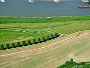 Nederland, Gelderland, gemeente West Maas en Waal; 14–05-2020;  Waalbandijk ten oosten van Wamel. Naast de verbrede dijk zijn populieren geplant. Waalbandijk east of Wamel. Poplars have been planted next to the widened dike. <br /> luchtfoto (toeslag op standaard tarieven);<br /> aerial photo (additional fee required)<br /> copyright © 2020 foto/photo Siebe Swart