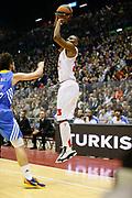 DESCRIZIONE : Milano Eurolega Euroleague 2013-14 EA7 Emporio Armani Milano Real Madrid<br /> GIOCATORE : Keith Langford<br /> CATEGORIA : Tiro Three Points<br /> SQUADRA : EA7 Emporio Armani Milano<br /> EVENTO : Eurolega Euroleague 2013-2014<br /> GARA : EA7 Emporio Armani Milano Real Madrid<br /> DATA : 05/12/2013<br /> SPORT : Pallacanestro <br /> AUTORE : Agenzia Ciamillo-Castoria/G.Cottini<br /> Galleria : Eurolega Euroleague 2013-2014  <br /> Fotonotizia : Milano Eurolega Euroleague 2013-14 EA7 Emporio Armani Milano Real Madrid<br /> Predefinita :