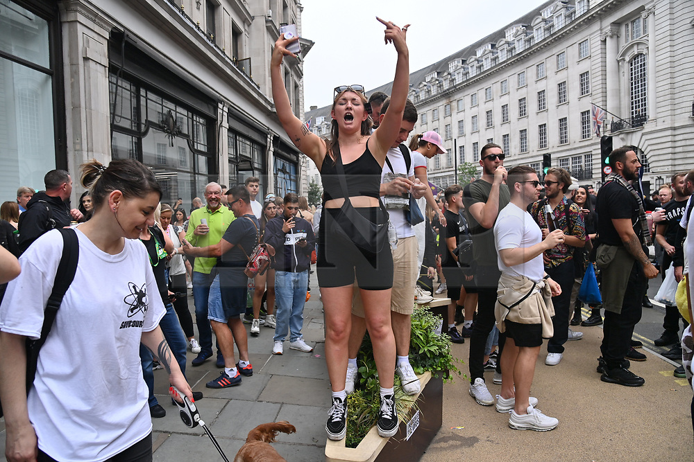 © Licensed to London News Pictures. 27/06/2021. London, UK. Protesters take part in the Freedom To Dance demonstration calling for an end to the current Covid-19 restrictions within music and hospitality sectors in the UK. COVID-19 restrictions pertaining to the hospitality sector were scheduled to be lifted on Monday, June 21st before the government delayed to July 19th. Photo credit: Ray Tang/LNP