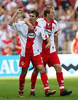 2:1 Jubel  Cottbus Torschuetze Sergiu Radu, Kevin McKenna Cottbus<br /> Bundesliga FC Energie Cottbus - Hamburger SV 2:2<br /> Norway only