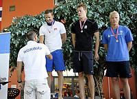 Svømming<br /> Drammenshallen<br /> NM Langbane , 100m bryst , herrer , finale<br /> Alexander Dale Oen , Bærumsvømmerne mottar gullet<br /> Foto : Reidar Talset , Digitalsport