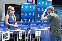 TOKIO -  Laurien Leurink (ned) in de Mixed Zone met verslaggever Marco van Nugteren van Hockey.nl ,  bij het hockey, Oi Stadion,   tijdens de Olympische Spelen van Tokio 2020. COPYRIGHT KOEN SUYK