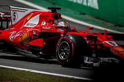 """SP - FÃ""""RMULA 1/GP DO BRASIL - ESPORTES - O piloto alemão Sebastian Vettel, da Ferrari, toma a liderança após a largada do Grande     Prêmio do Brasil de Fórmula 1, no Autódromo de Interlagos, na zona sul de São Paulo, na     tarde deste domingo (12).    12/11/2017 - Foto: RAFAEL ARBEX/ESTADÃO CONTEÚDO (Credit Image: © Agencia Estado/Xinhua via ZUMA Wire)"""