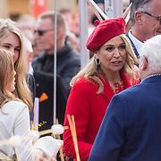 NLD/Groningen/20180427 - Koningsdag Groningen 2018, Maxima praat met aardgas slachtoffers