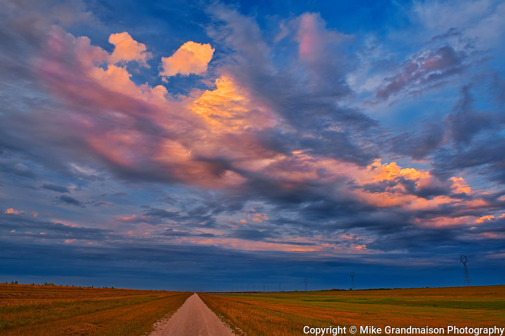 Sunset on the 'Duff Roblin Parkway <br />Winnipeg<br />Manitoba<br />Canada