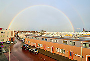 Regenboog boven Duindorp, Den Haag. - Rainbow above a district of The Hague, Netherlands.